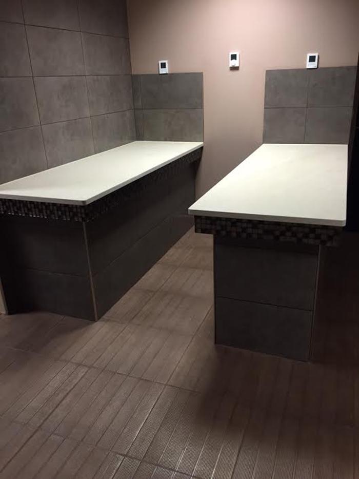 sme soci t pour la ma trise de l 39 eau espace wellness table de gommage. Black Bedroom Furniture Sets. Home Design Ideas